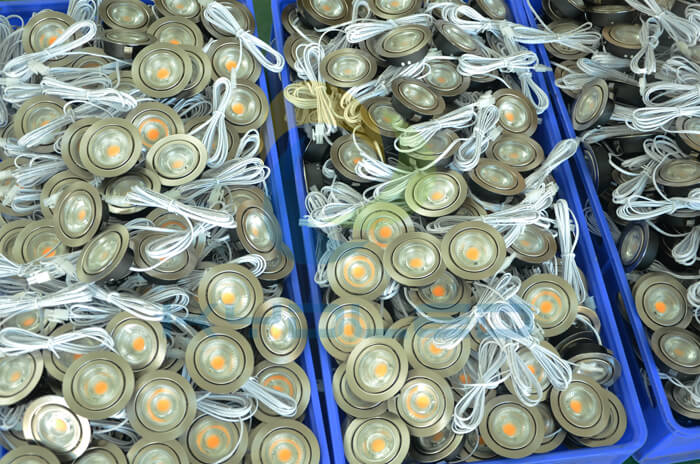 12v-led-puck-lights-mass-production